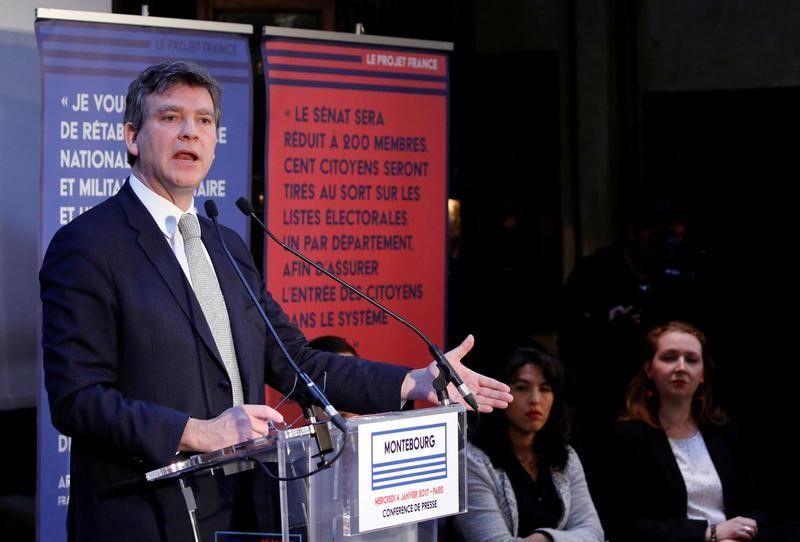 Montebourg dénonce une volte-face de Valls sur le 49-3