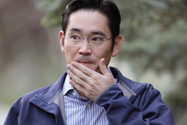 """Scandale sud-coréen: l'héritier présomptif de Samsung officiellement """"suspect"""""""