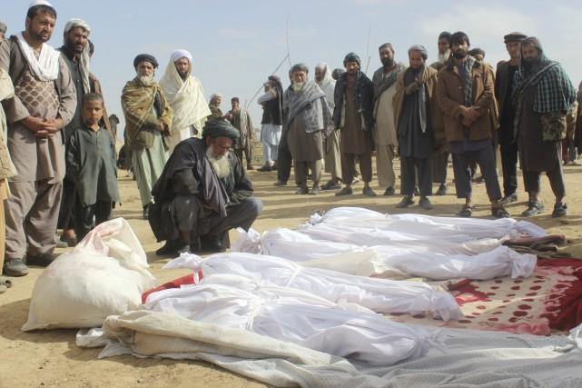 """Afghanistan: les forces américaines reconnaissent avoir tué 33 civils afghans """"en état de légitime défense"""""""