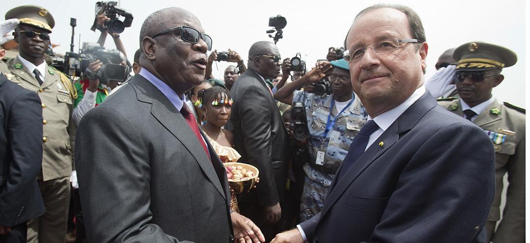 """Lutte antiterroriste: un """"même combat"""" au Sahel, en Irak, en Syrie comme en France, selon Hollande"""