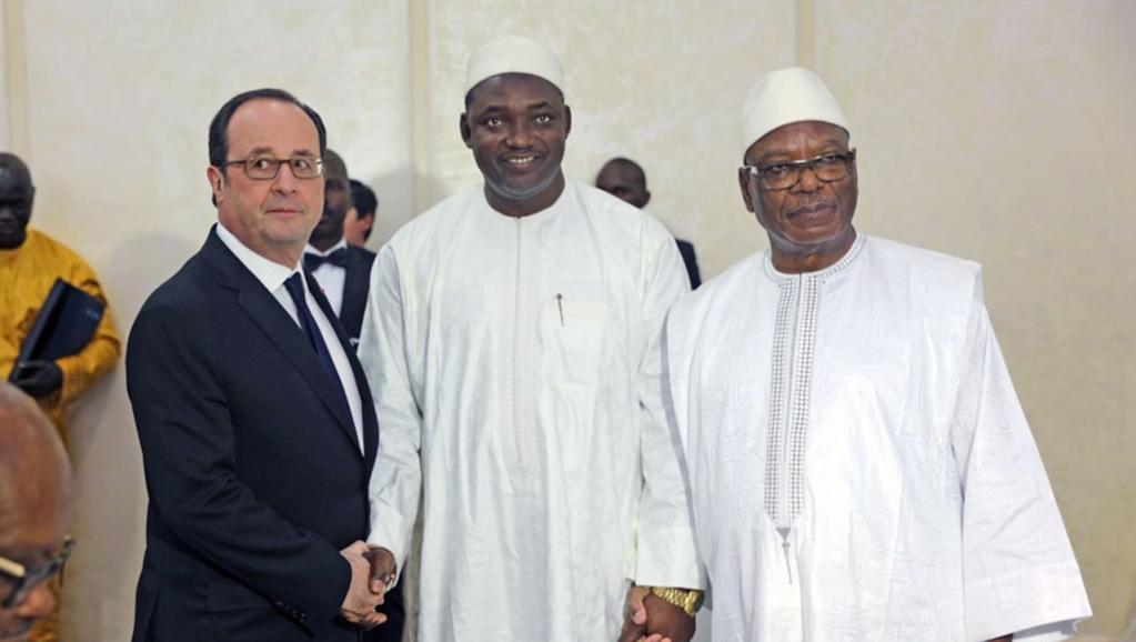 Le Président Barrow, entre Hollande et IBK, au sommet de Bamako