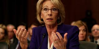 USA: le Sénat confirme de justesse la ministre controversée de l'Education de Trump