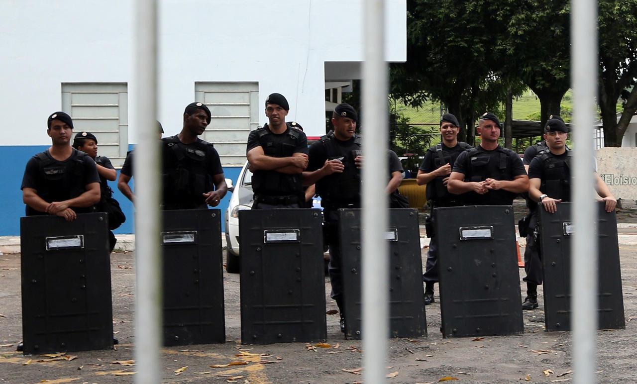 Cent morts après une grève de la police dans un Etat du Brésil