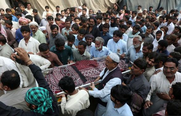 L'attentat suicide dans un temple au Pakistan a fait 83 morts