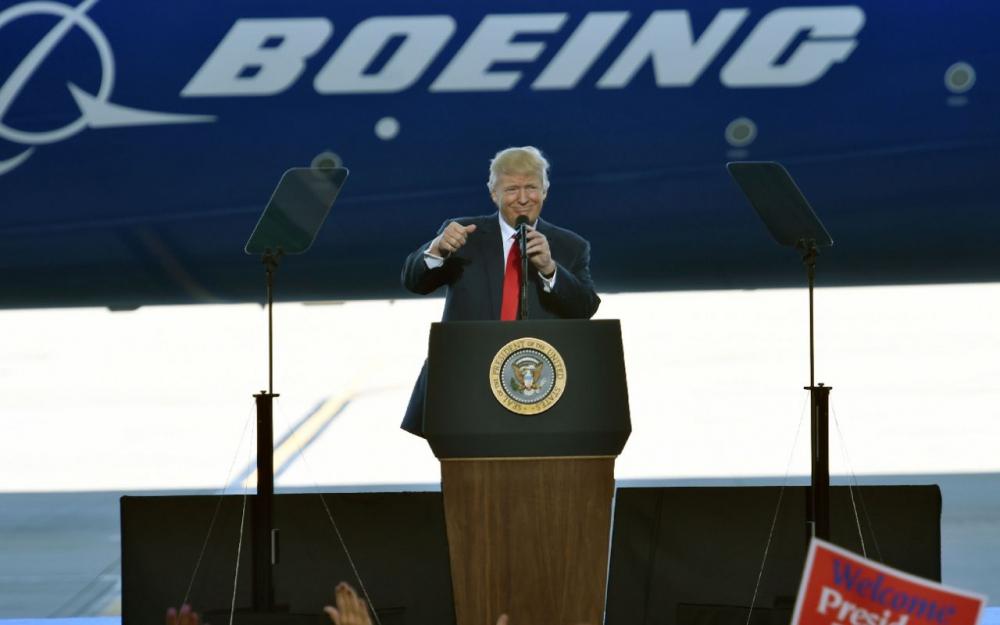 La journée de Trump : « médias ennemis », Dieu et Boeing