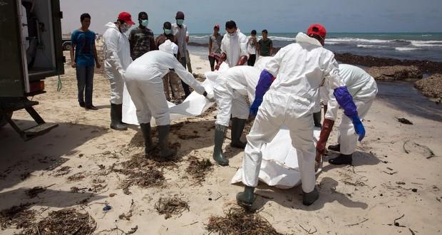 Libye: les corps de 74 migrants découverts sur une plage près de Tripoli