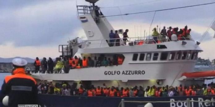 Des centaines de migrants sauvés au large de l'Italie