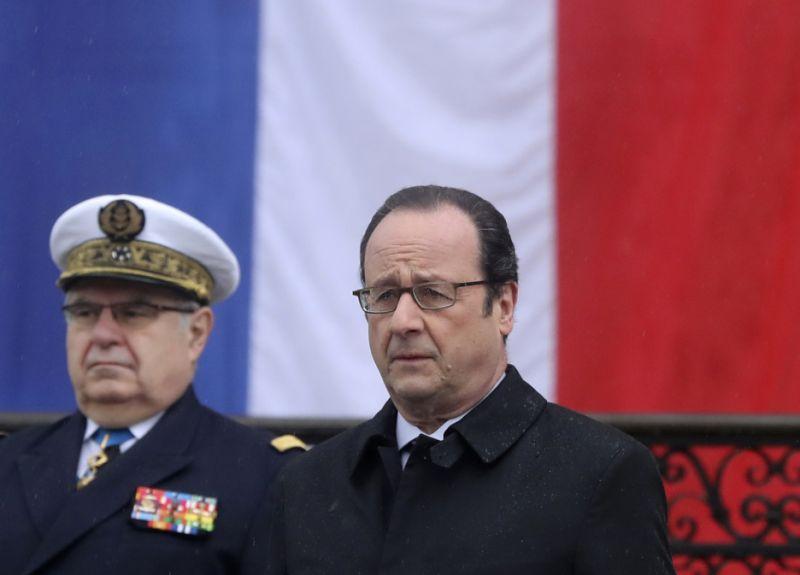 """Hollande: Moscou utilise """"tous les moyens"""" pour influencer l'opinion"""