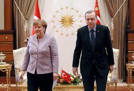 """Pratiques """"nazies"""" : Erdogan a """"dépassé une limite"""" selon Berlin"""