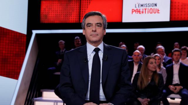 France : Fillon attaque le « cabinet noir » de Hollande, mensonges dit le président