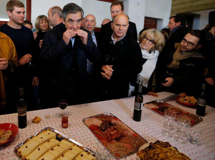 Casseroles et jets d'œufs pour Fillon au Pays basque