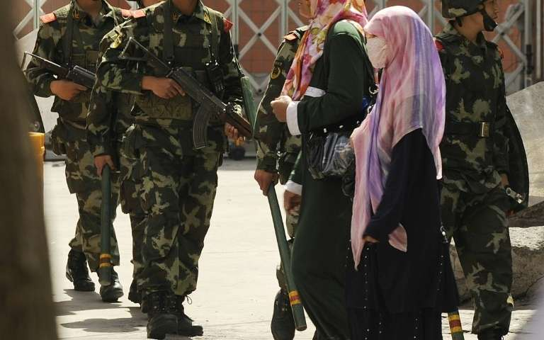 """Barbes """"anormales"""" et voile intégral interdits au Xinjiang"""