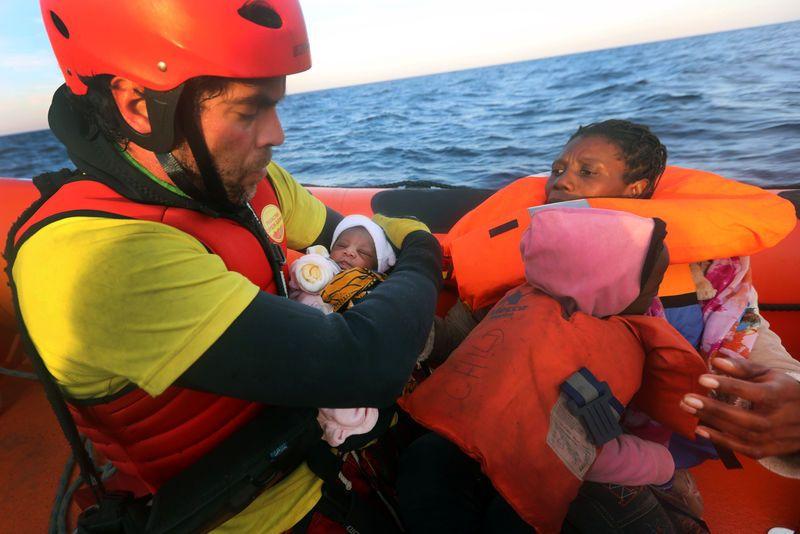 Un nourrisson de quatre jours secouru en Méditerranée