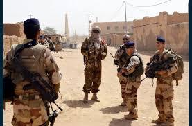 Mali : un militaire français tué dans un « accrochage avec des terroristes »
