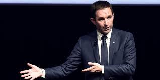 """""""On ne peut plus douter"""" que Le Pen soit d'extrême droite, selon Hamon"""