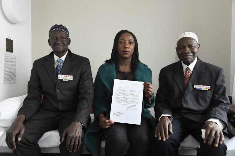 Aissata Seck, avec deux anciens tirailleurs sénégalais, Ousmane Sagna et Guorgui M'Bodji (photo La Croix)