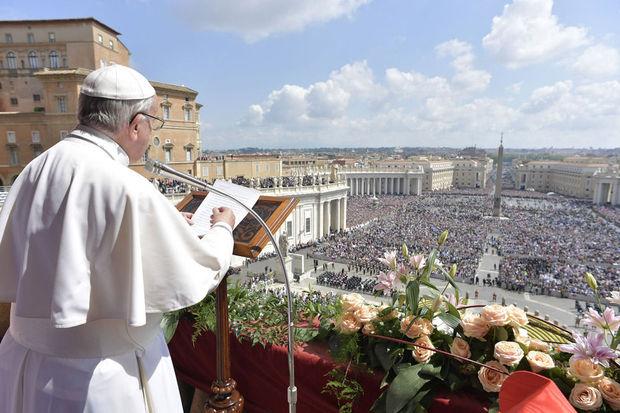 """Le pape appelle à la paix en Syrie, où règnent """"horreur et mort"""""""