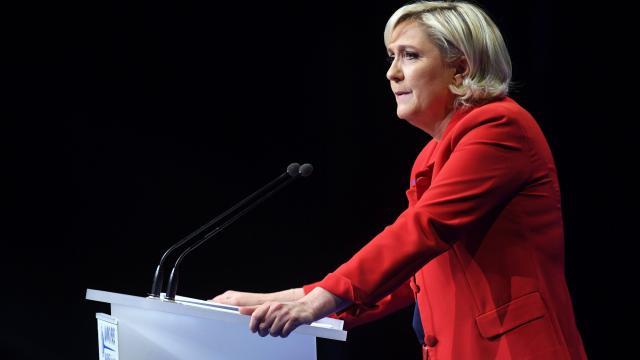 """Immigration: Le moratoire de Le Pen durerait """"quelques semaines"""""""