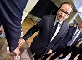 Hollande sonne la mobilisation des ministres contre Le Pen