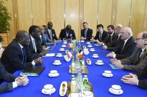 TER Dakar-Diamniadio : les financements AFD et Trésor français signés à Bercy