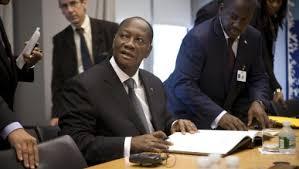 Ouattara: l'économie ivoirienne affectée par la chute des cours du cacao