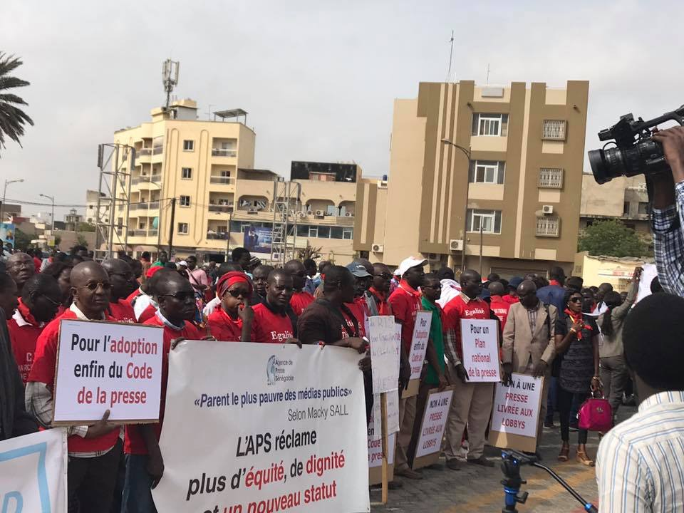 """Les journalistes dénoncent la """"situation alarmante"""" de leur secteur d'activité"""