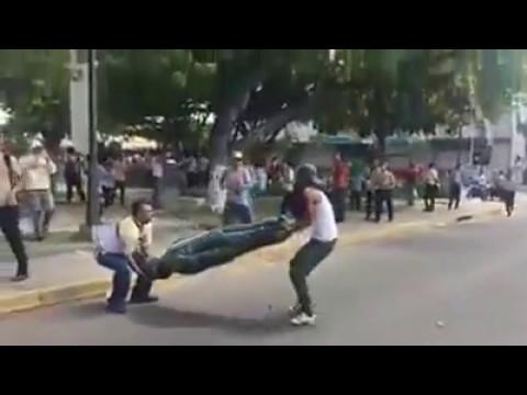 Venezuela: Les violences ont fait 37 morts, statue de Chavez détruite