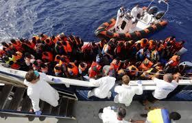 Libye: près de 500 migrants sur une embarcation interceptée par les gardes-côtes