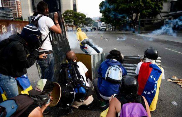 Venezuela: défilé de véhicules contre le président Maduro