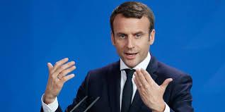"""Premier ministre de droite: Macron affirme sa volonté de """"recomposition politique"""""""