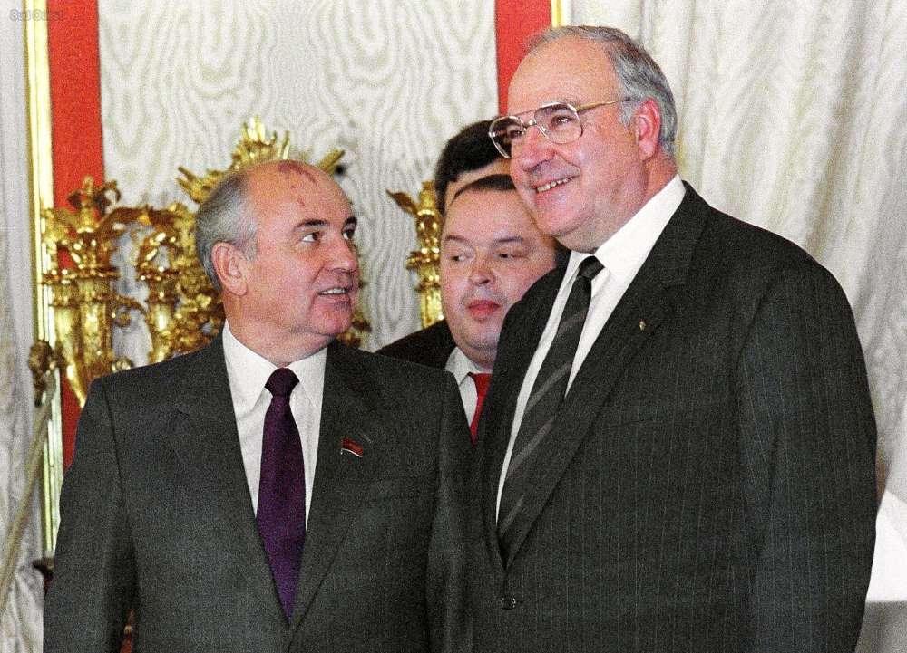 Helmuth Kohl (à droite) avec Mikhail Gorbatchev