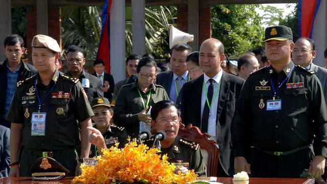 """Cambodge: le Premier ministre dit à ses opposants de """"préparer leurs cercueils"""""""