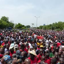 Mali: 2.000 manifestants contre la révision de la Constitution