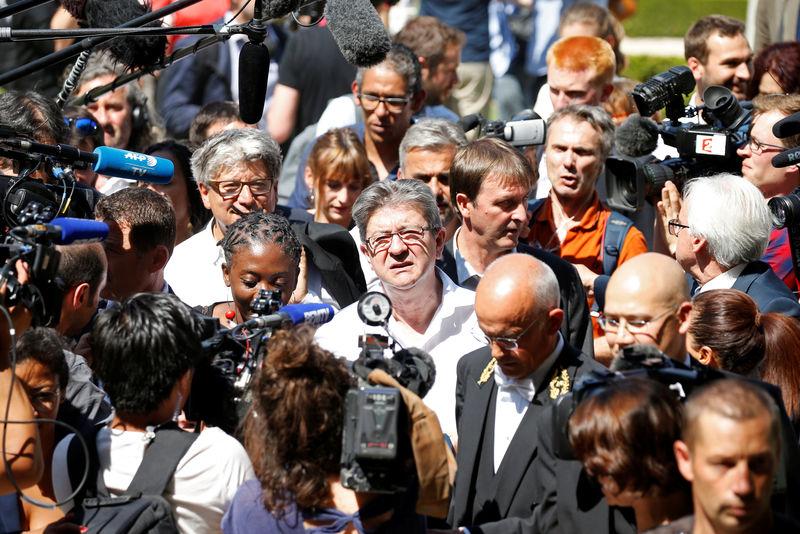 """Une journée de """"bataille populaire"""" le 12 juillet, dit Mélenchon"""