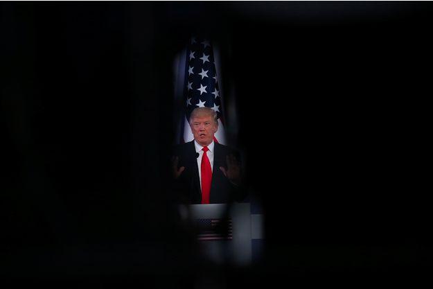 """Trump menace la Corée du Nord d'une riposte """"sévère"""""""