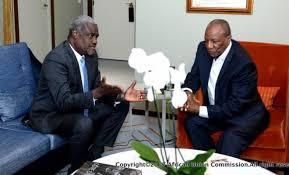 Moussa Faki Mahamat (président de la Commission) et Alpha Condé (président en exercice)