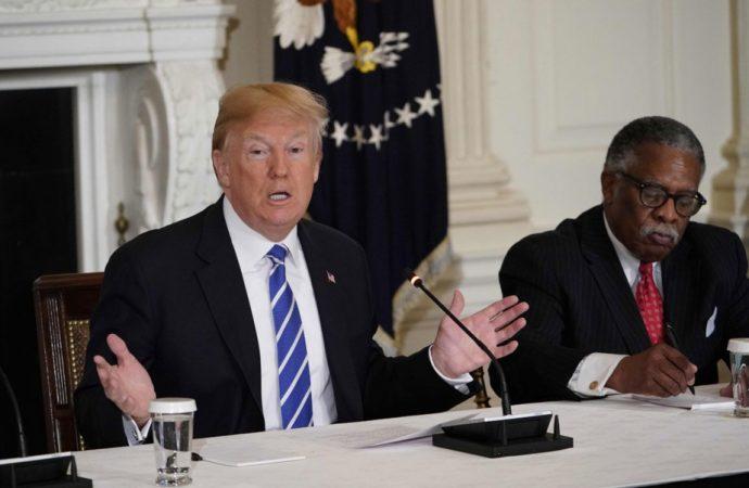 Infrastructures américaines: Trump promet de l'argent mais le prend ailleurs