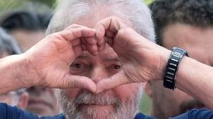 Présidentielle au Brésil: même en prison Lula reste favori