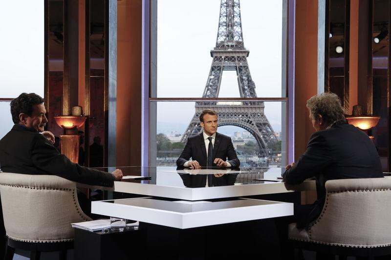 Macron se dit au coeur du jeu mondial lors d'un entretien musclé