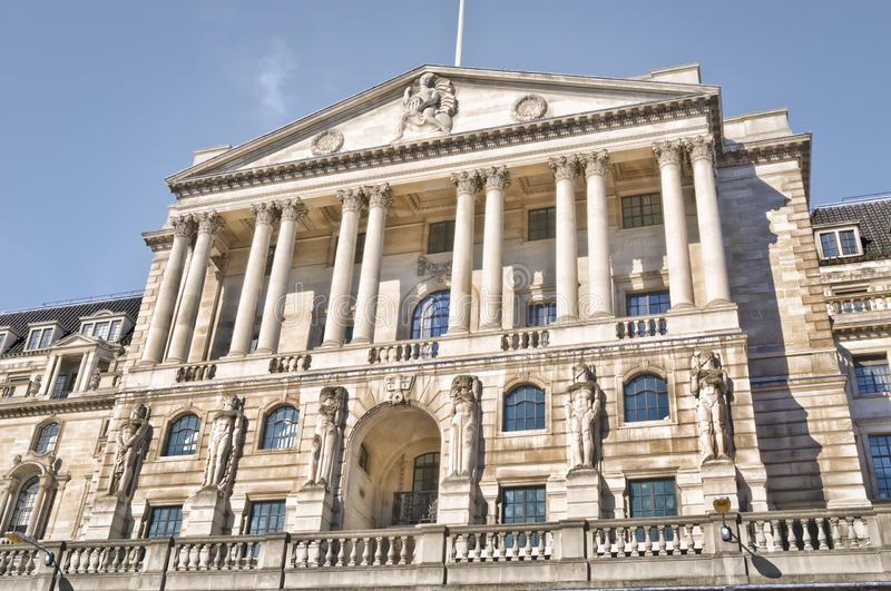 """""""Economie ménopausée"""": un responsable de la Banque d'Angleterre fait polémique"""