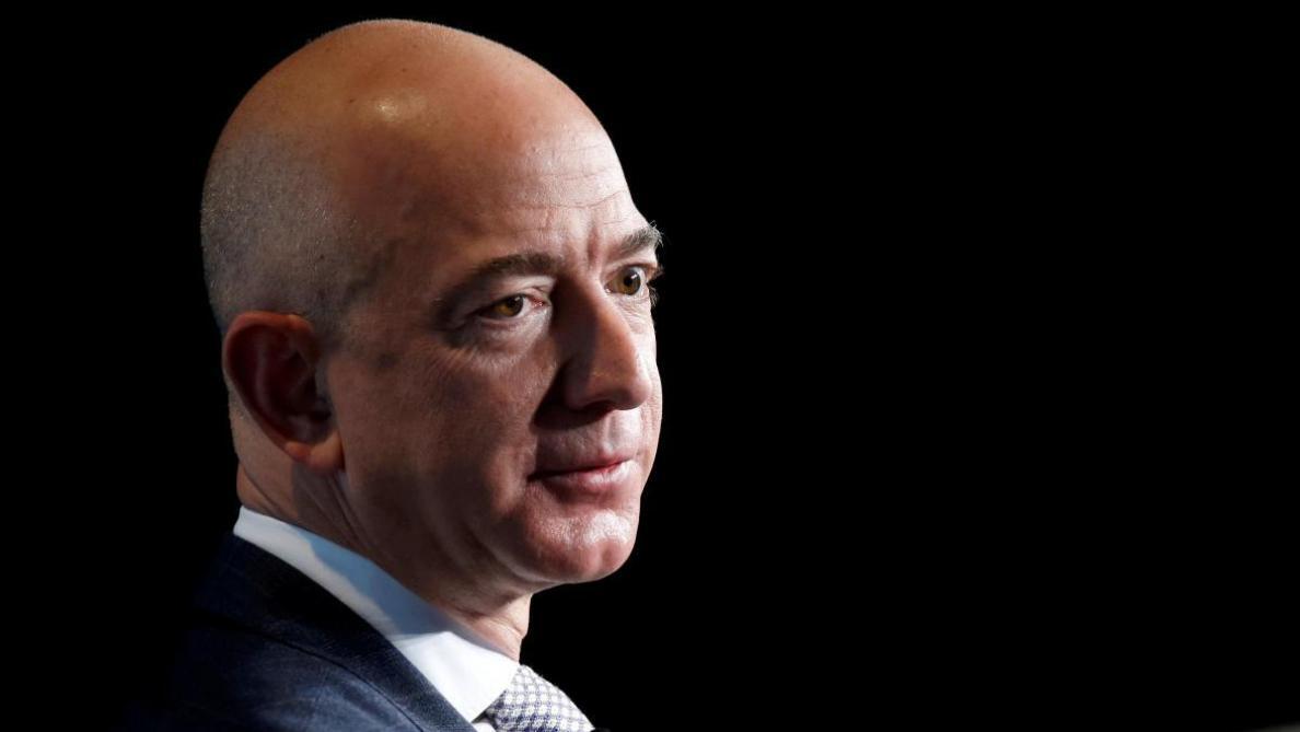 Bezos, patron d'Amazon, crée un fonds de 2 milliards de dollars pour l'éducation