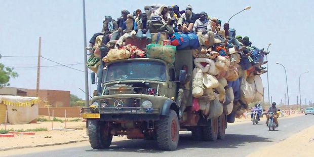 Un camion bondé de migrants à Agadez