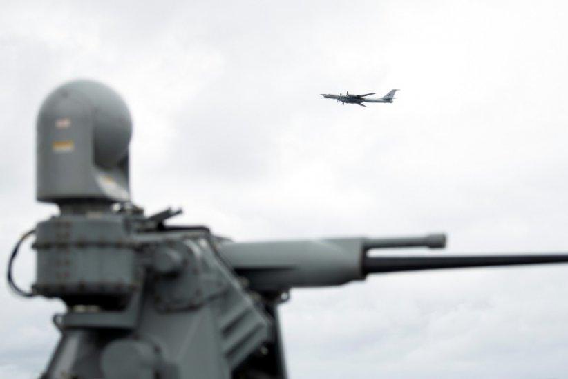 Et soudain, un Tupolev russe au-dessus du navire-amiral de l'Otan