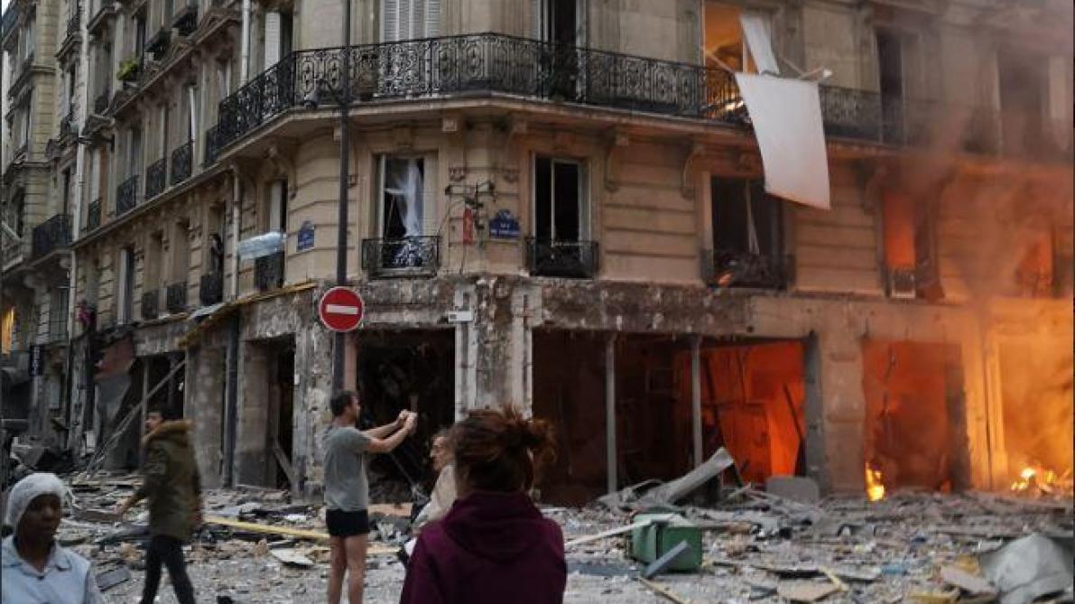 Explosion accidentelle d'un immeuble à Paris : deux pompiers sont morts, au moins 47 personnes blessées