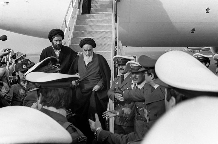 L'Ayatollah Khomeiny, de retour à Téhéran le 1er février 1979