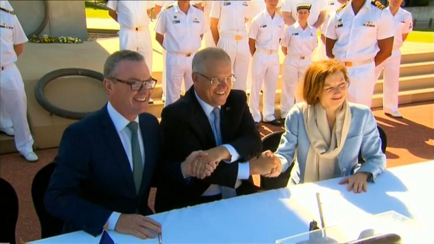 A droite, la ministre française des Armées Florence Parly