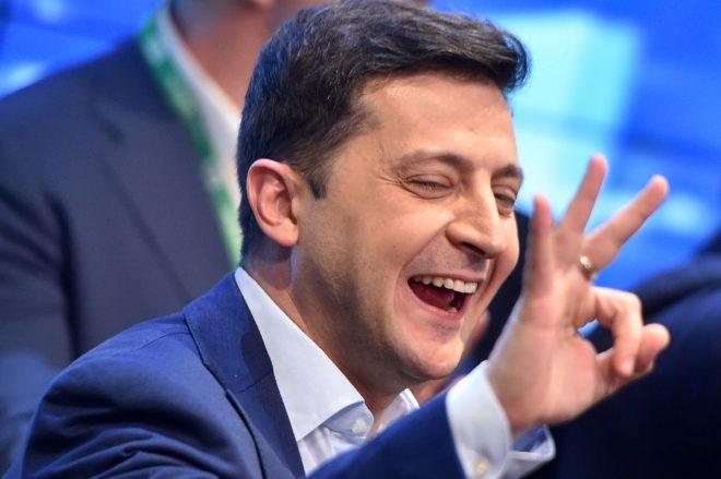 Ukraine: après le triomphe du comédien Zelensky, une nouvelle page porteuse d'espoirs et de craintes