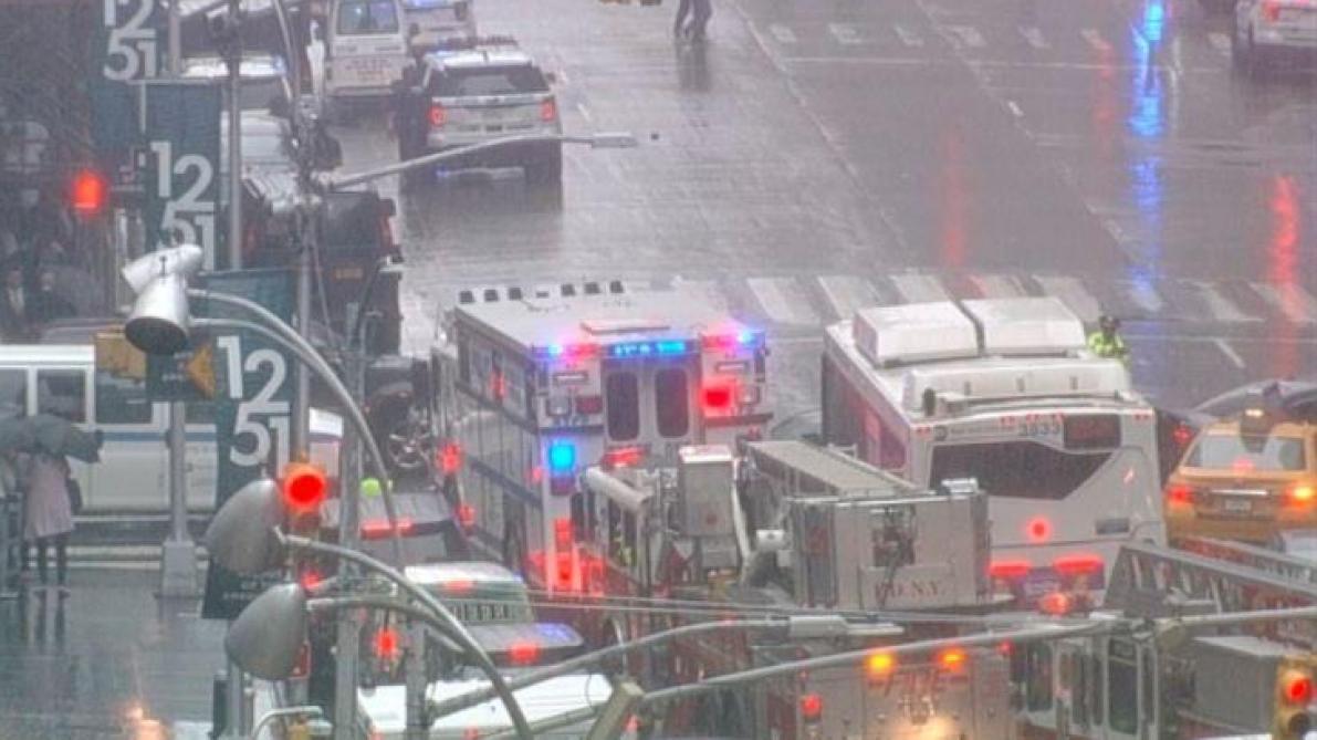 Un hélicoptère s'écrase à Manhattan
