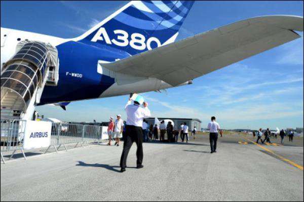 Airbus: Des fissures sur les ailes d'A380, inspections préconisées