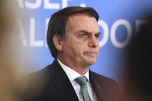 Les téléphones de Bolsonaro visés par des hackers